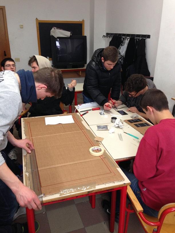 Istituto Checchi di Fucecchio, preparazione lavori per assemblaggio pannello kit fai da te MR WATT